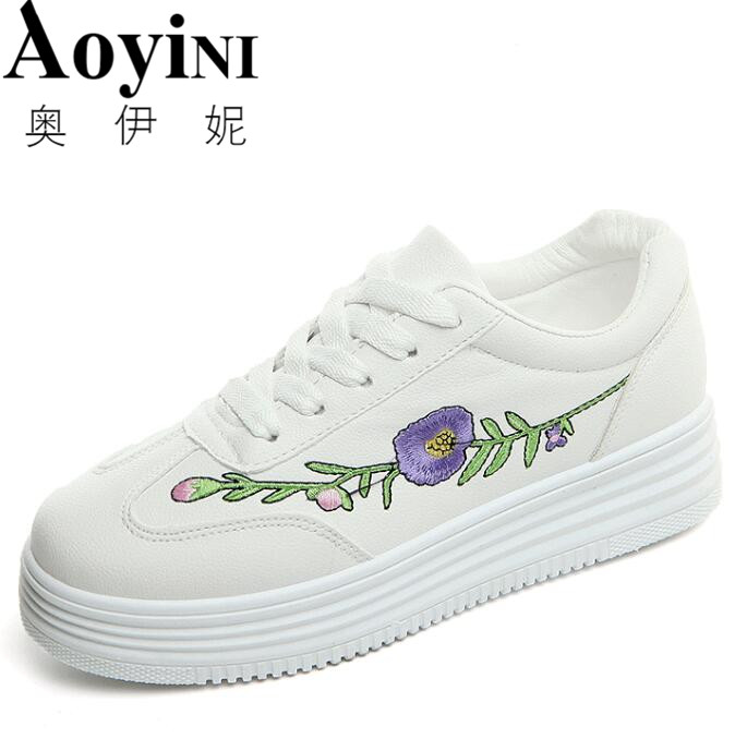 Women Shoes 2018 New Fashion PU Leather Chinese Traditional Embroidery Leisure Female Lace Up Flower Flat Shoes Woman Sneakers