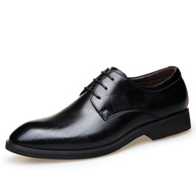 Gorgeous and noble famous brand men's leather shoes are dressed in European and American style business pointed casual shoes men трусы people dressed in style