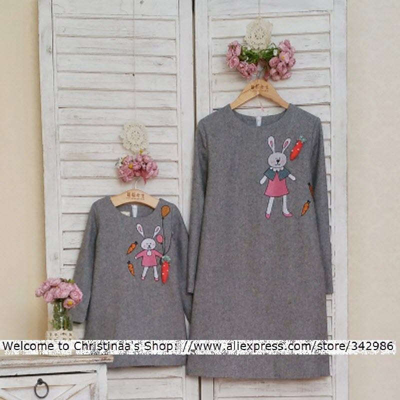 2018 Marque Nouveau enfant kid vêtements Famille Correspondant vêtements  Mère et Fille robe Maman filles Femme Carotte Broderie Lapin 4eb1ccf758e