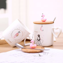 Exquisite 3D Flamingo Ceramic Mug with Bamboo lid Metal Spoon,Cartoon pattern coffee milk cup Drinkware Heart shaped handle mugs(China)