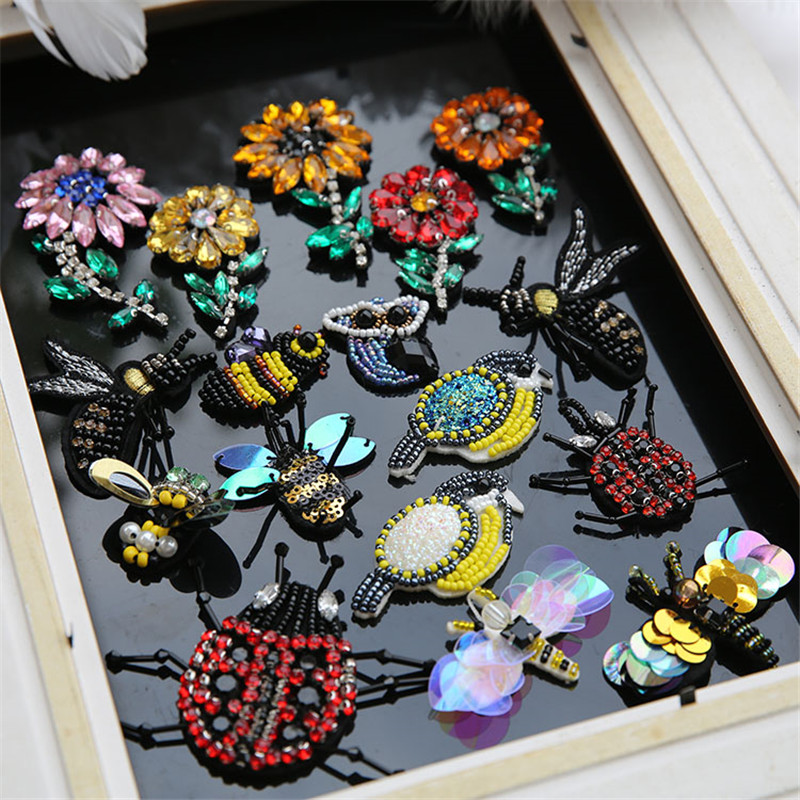 1 UNIDS Flores Bees ladybug Rhinestones parches apliques coser en - Artes, artesanía y costura