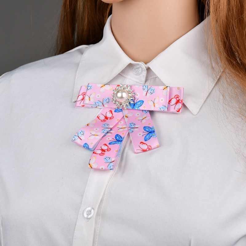 Cristallo di lusso Del Fiore Della Perla Farfalla romantica timbro grande Bowknot collare falso cravatta stile college Spilla monili delle donne