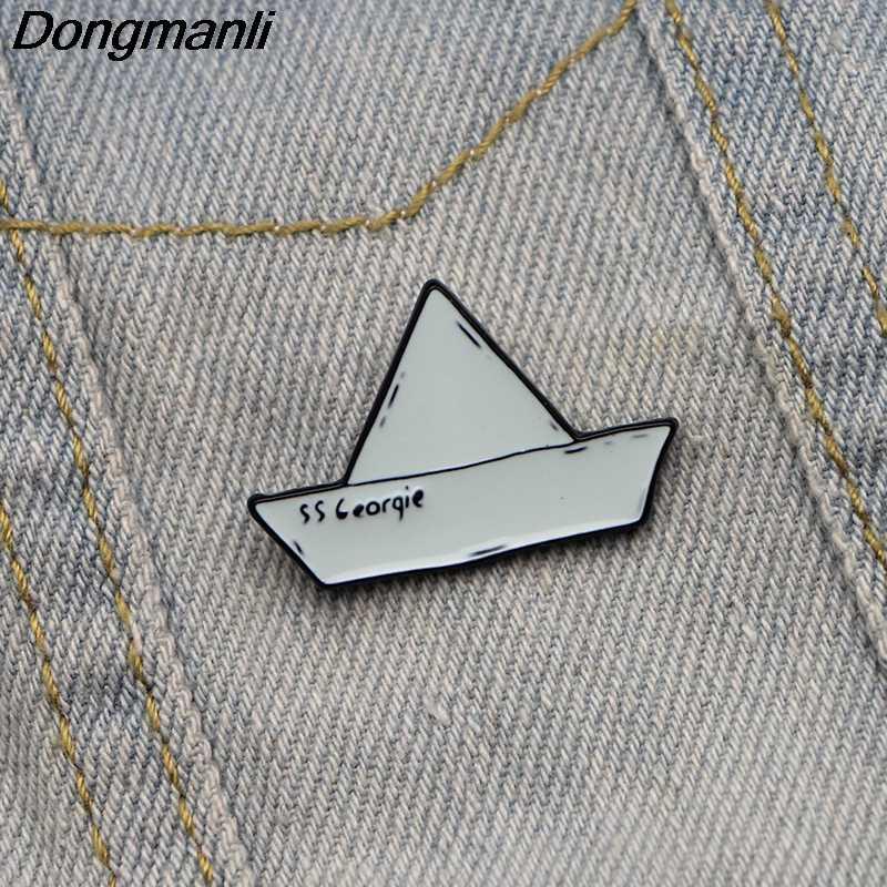 L2294 Film Horor Perahu Kertas SS Georgie-Hantu Badut Itu Logam Bros Pin Jeans Pakaian Tas Dekorasi untuk Wanita perhiasan