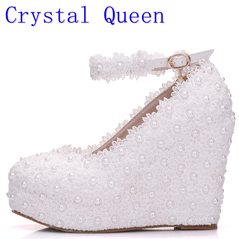цена на Crystal Queen White Wedges Wedding Pumps Sweet White Flower Lace Pearl Platform Pump Shoes Bride Dress High Heels