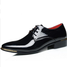 2016 Hot Sale Business Män Casual Patent Läder Snörskor Skor Spetsade Toe Retro Brittiska Style Flats Skor Plus Storlek EU 38-48