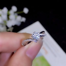 Moissanite   Classic style, high density gemstones, comparable to diamonds. 0.5 carats. 925 real silver