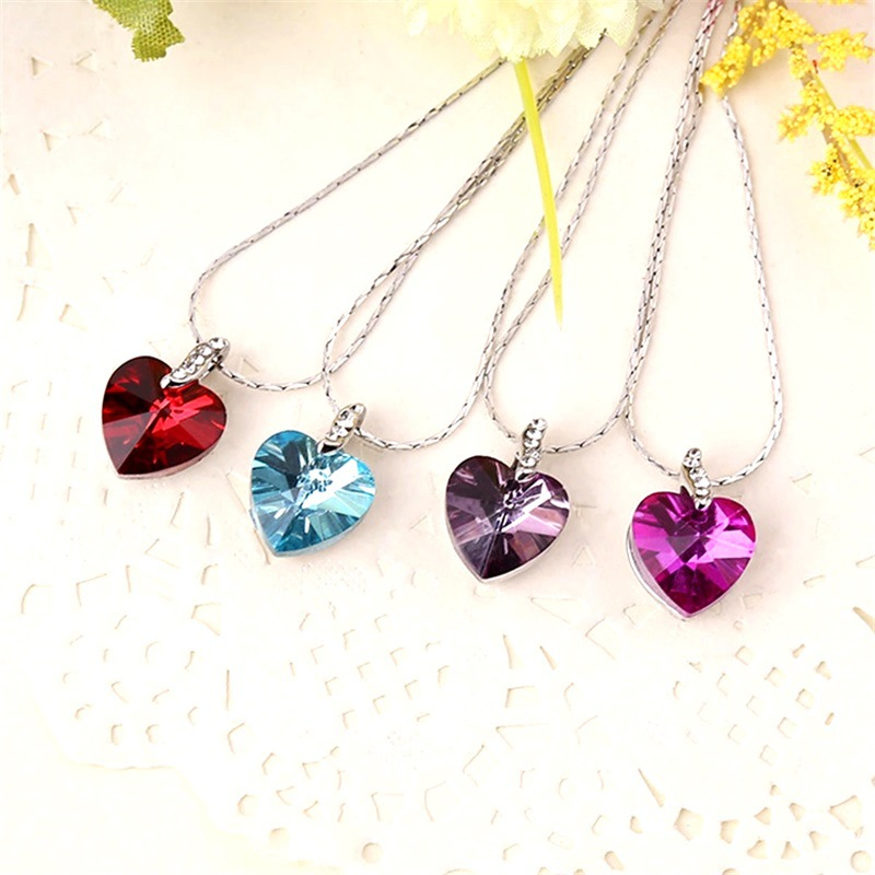 Fashion Zinc Alloy Chains Necklaces Korean Jewelry Trendy Heart-shaped Crystal with Horsewhip Necklace for Women