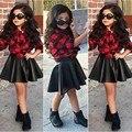 Весна 2016 Мода 2 ШТ. Дети Девочки Устанавливает Принцесса Плед топы Рубашка + Кожаная Юбка Летом Наряды Одежда Для 2-7 Дети девушка