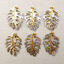 WT P1089 Wholesale High Quality Carved Shell  Pendant With 24k Gold dipped Beautiful Leaf Design Shell Pendant Jewelry