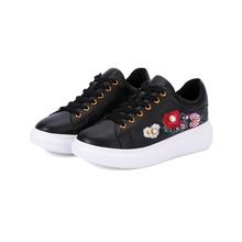 Womens flat shoes beautiful embroidered pearl decoration inside and outside full leather material black white autumn womens sh