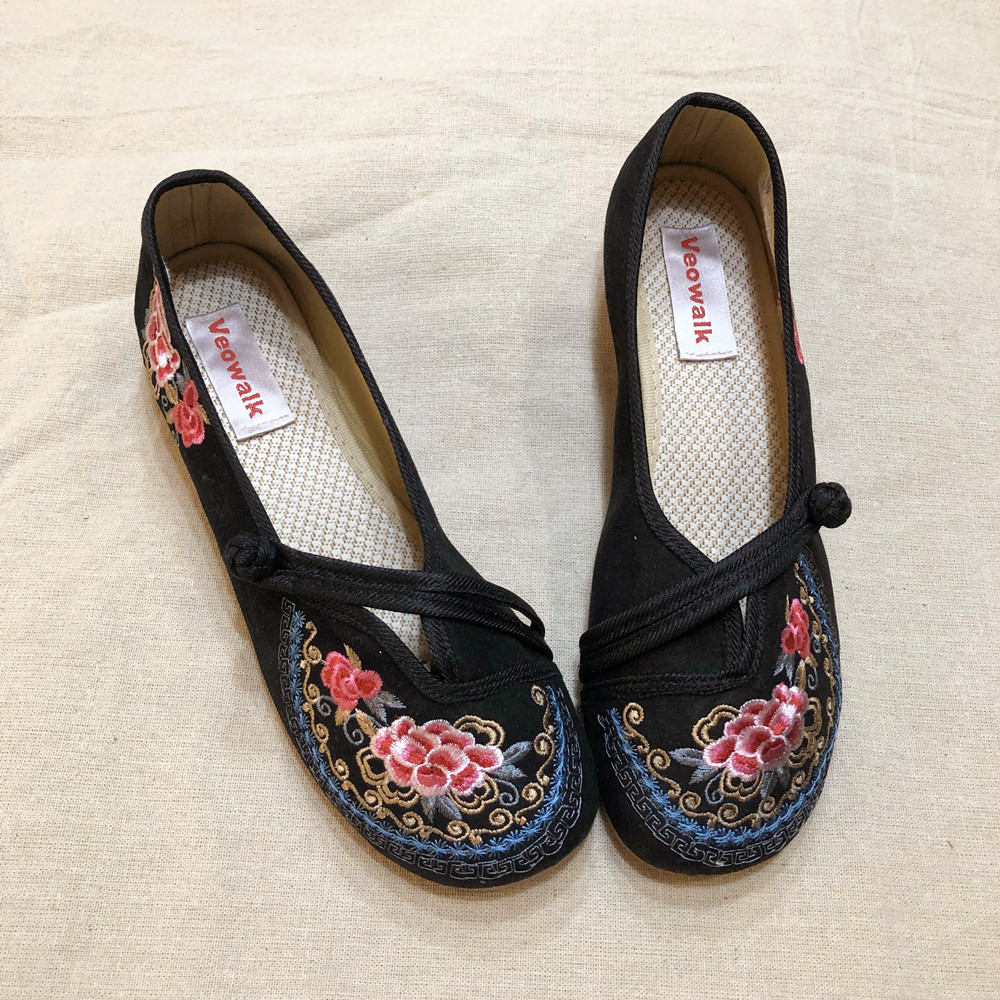 Image 2 - Veowalk Vintage Embroidered Women Canvas Old Beijing Shoes Ladies Casual Slip on Ballet Flats Chinese Style Dance Costume ShoesWomens Flats   -
