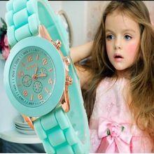 Новый мини Женева дети часы Обувь для девочек Для женщин золотой наручные часы резиновые золотые Повседневные платья часы модная детская дропшиппинг
