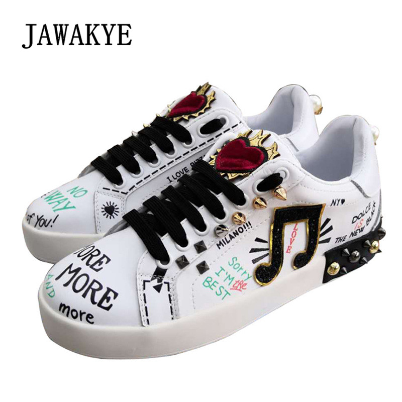 2018 Fashion Casual Shoes Woman Round Toe Graffiti Heart Rivet Pearl Decor Flat Shoes Women Leather Loafer Shoes