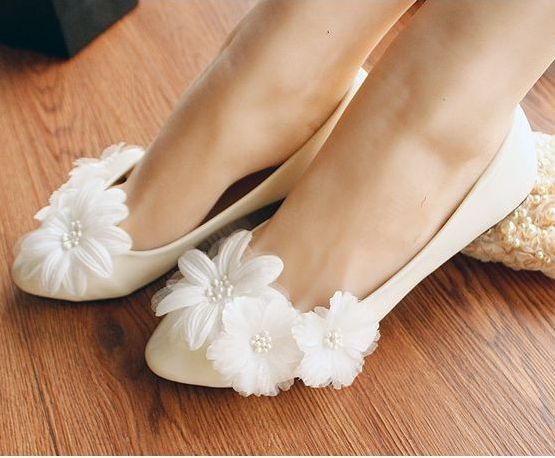 Plus size flower decoration womens wedding shoes flats heel big large size EU 35-41 spring summer flats bridesmaids shoe extra large plus sizes 41 42 43 flats wedding lace shoes womens female woman bridal flat heel wedding flats shoes large sizes