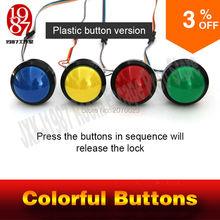 탈출 방 게임 모험가 소품 화려한 버튼 소품 비밀 방을 실행하기 위해 오른쪽 순서로 네 개의 마법의 색상 버튼을 누르십시오