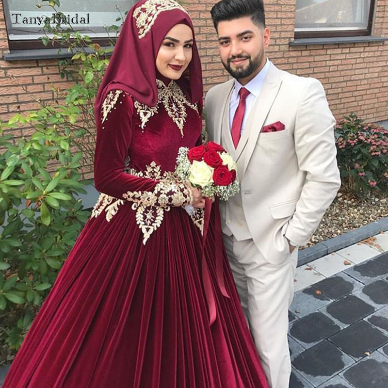 Velvet Muslim Wedding Dresses Gold Appliques Kaftan Gelinlik Bridal Dresses Elegant Noivas Ball Gowns  DW130