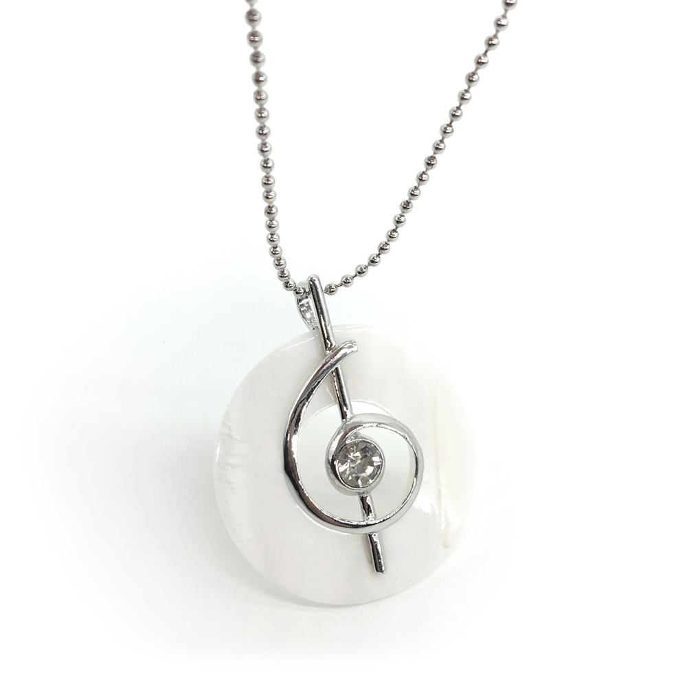 Natural Round Shell Pendant Crystal Music Symbol Shape Mother Of