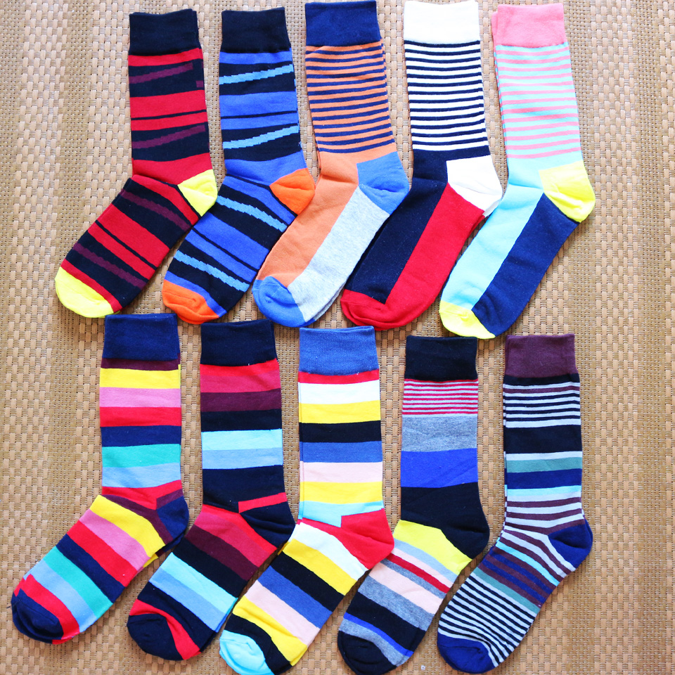 New Men's High-quality Colorful Striped Fashion Casual Cotton Socks Exquisite Combed Cotton Material Long Men's Gift Socks