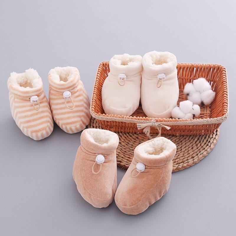 huge discount add45 7c0a6 Baby Weiche Sohle Warme Schuhe Baby Farbige Baumwolle Samt Schuhe  Neugeborenen kinder Dicker Und Flanell Fuß Schutz