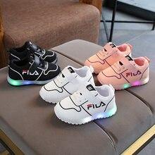 LED illuminato calzature da tennis delle ragazze dei ragazzi di scarpe Hook    Loop infantile dei bambini di modo scarpe casual B.. d28d8f6742a