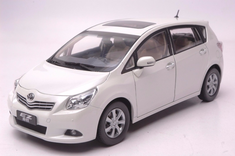 1:18 Diecast Model For Toyota E'Z Verso White Alloy Toy Car Miniature Collection Gift EZ