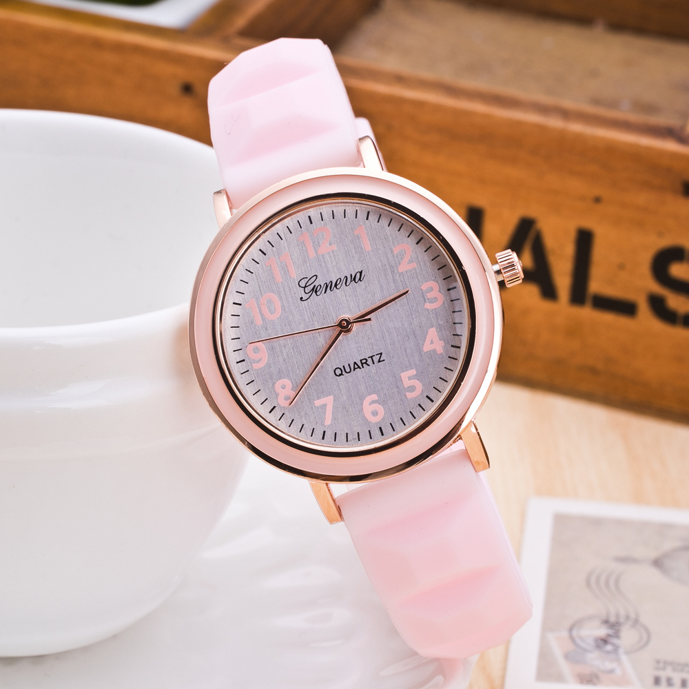 women with silicone watches Fashion Women Round Dial