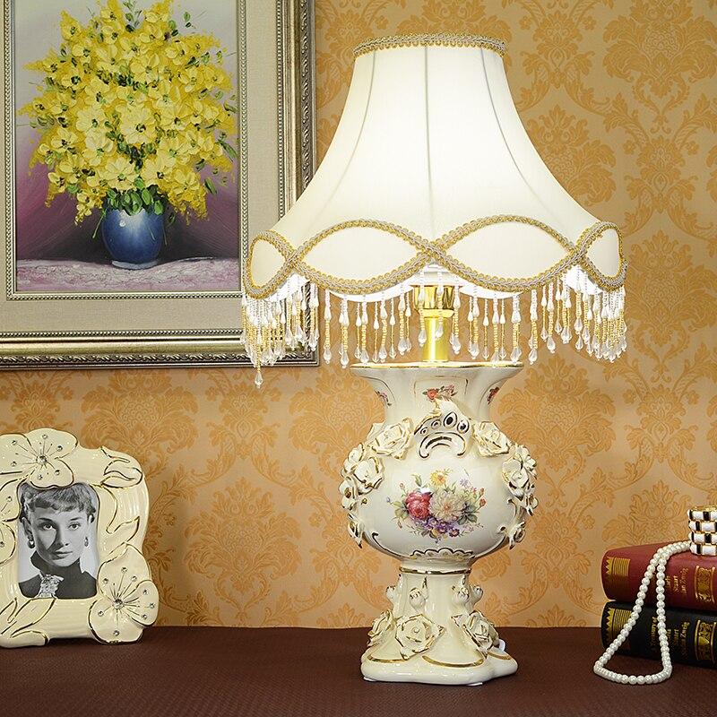 Lampe de table européenne courrier du paquet de luxe chambre salon salon lit et le salon décoration porcelaine de mariage gif