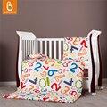 Baby bedding set 100% algodón de letras y números grabados edredón funda de almohada colcha de cama cuna guardería almohada colchón con relleno