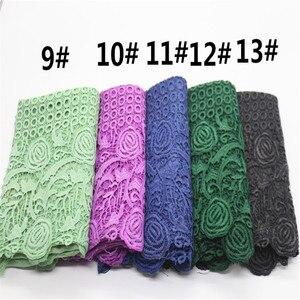 Image 4 - Di alta qualità di stampa del fiore del merletto di modo sciarpa morbida viscosa di cotone della Sciarpa dello scialle Musulmano hijab sciarpa indipendenza imballaggio 10 pz/lotto