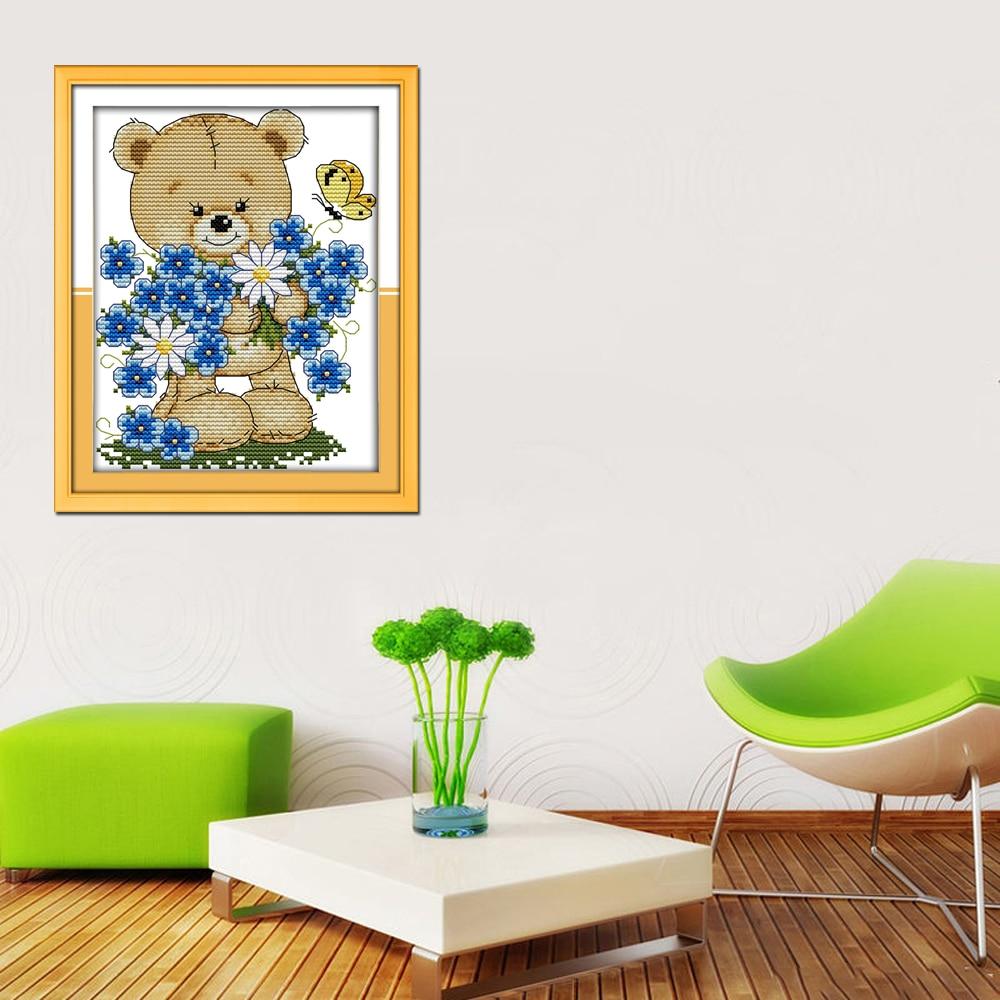 Alegre Domingo estilo de dibujos animados poco oso con flores ...