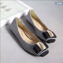 High quality! The new Korean Plaid women's shoes shallow mouth flat head with flat sequined bow shoes, free shipping!