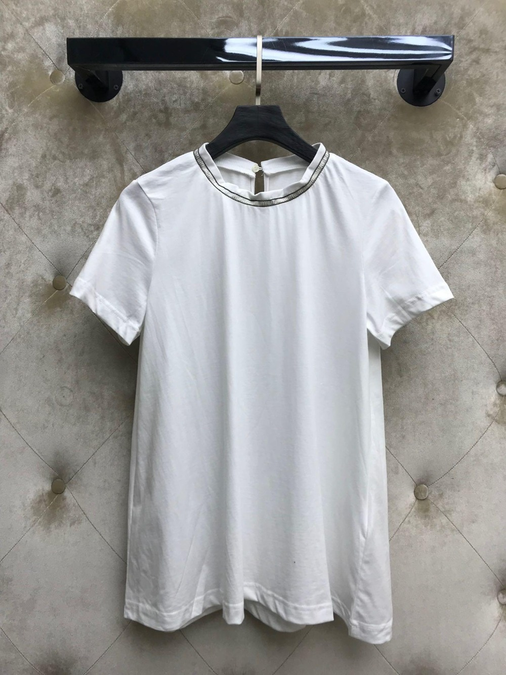 2019 new ladies fashion solid color white short sleeved beaded female T shirt 0401