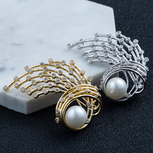 Free Shipping Fashion New Abstract Peacock Natural Freshwater Pearl Brooch Personality Women Accessories Jewelry