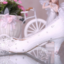 Free Shipping new fashion women's shoes lace heels pearl wedding shoes White Color Middle Heel Celebration Prom Shoes