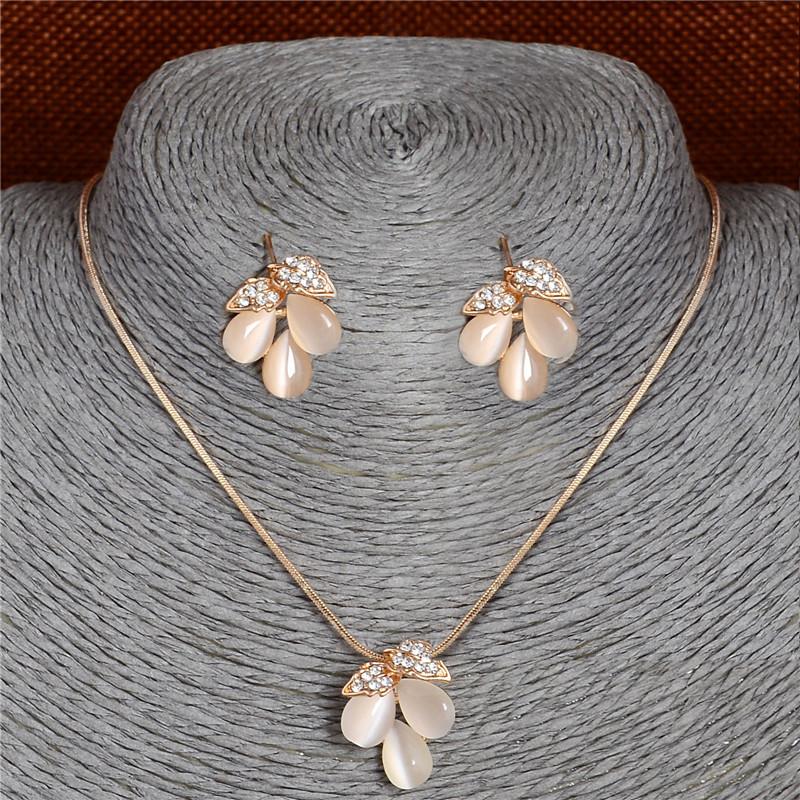 F402 (3) - ZOSHI , Luxe Autrichien, Cristal Opale Fleur Pendentif, Bijoux Couleur Or Perles Africaines ,