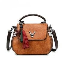 купить Genuine Leather Women Messenger Bags V Letter Lock Design Crossbody Bags Female Luxury Shoulder Bag Girl Handbag Bolsa Feminina по цене 1468.71 рублей