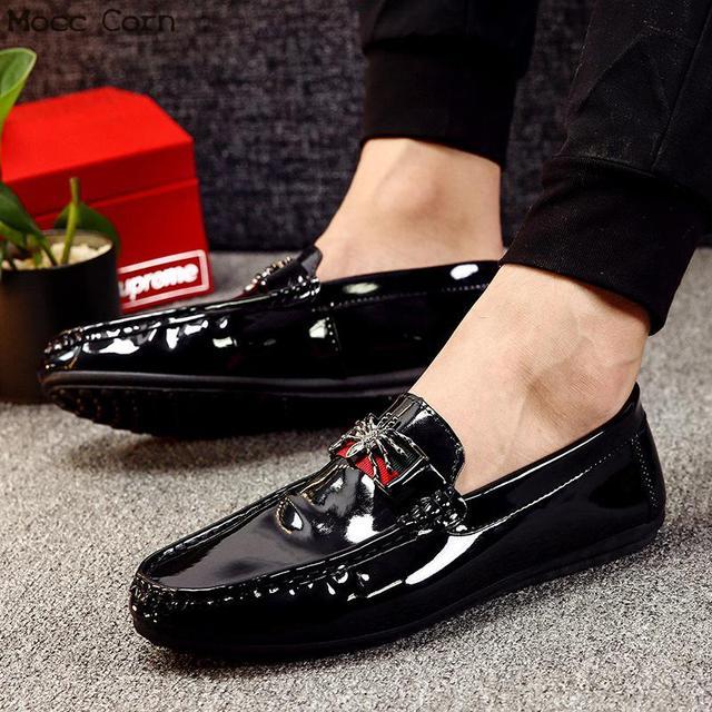 モカシンローファー男性春フラッツカジュアル革の靴通気性モカシンオムの高級ブランド英国の運転靴