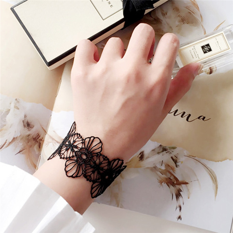 Us 1 40 Off Fashion Summer Wrist Band Cuff Bracelet Y White Black Lace Tattoo Choker Necklace Gothic Jewelry For Women In Chain Link