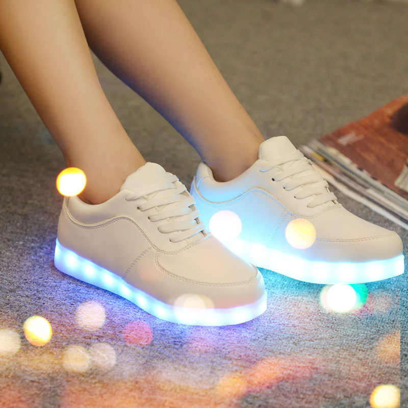 Boys LED Luminous Shoes Casual Girl Light Up Kids 7 Colors Simulation Sole USB Charging Glowing Adult Men Women Children Sneaker