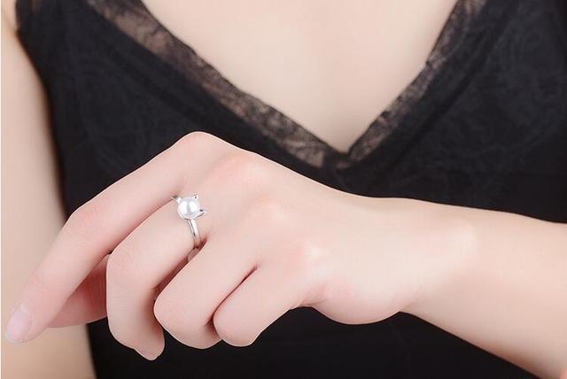 Кольцо из серебра 925 пробы с жемчугом и кошачьими ушками