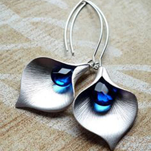 European and American fashion long earrings blue color crystal simple metal leaf jewelry E5M022