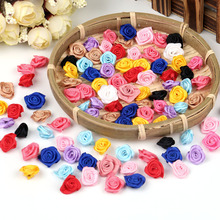 100PCS DIY Mini Handgjorda Satin Rose Fabric Artificiella Flower Appliques För Wedding Decoration Craft Sy Accessoarer