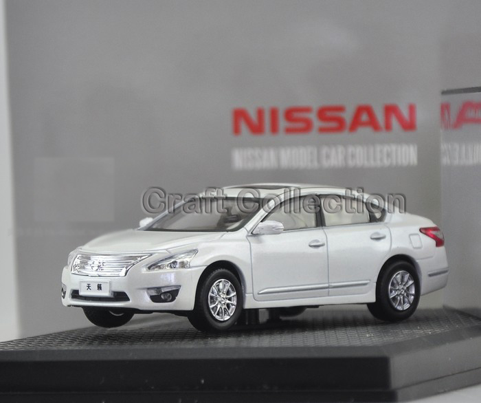 1/43 2013 White Nissan Teana 250XL ALTIMA Mini Alloy Toy Automobiles Diecast Simulation Mannequin Automotive Kits Made by Kyosho
