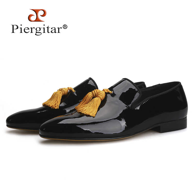 Piergitar 2019 Black Colors Patent Leather men tassel shoes Men's Loafers Party and Wedding Men dress shoes smoking slippers