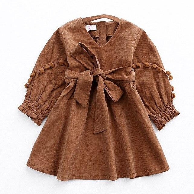 2017 neue Herbst Vintage Stil Baby Mädchen Samt Kleid Bowknot Laterne Hülse Winter Kinder Cord Pompoms Kleider für Mädchen