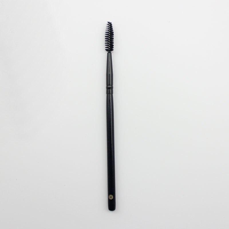 how to make an eyelash brush