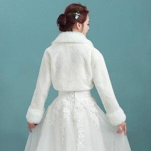 Image 2 - אביזרי חתונה באיכות גבוהה פו הפרווה בולרו ארוך שרוולי שנהב חתונת מעילי חורף חם מעילי כלה חתונה מעיל