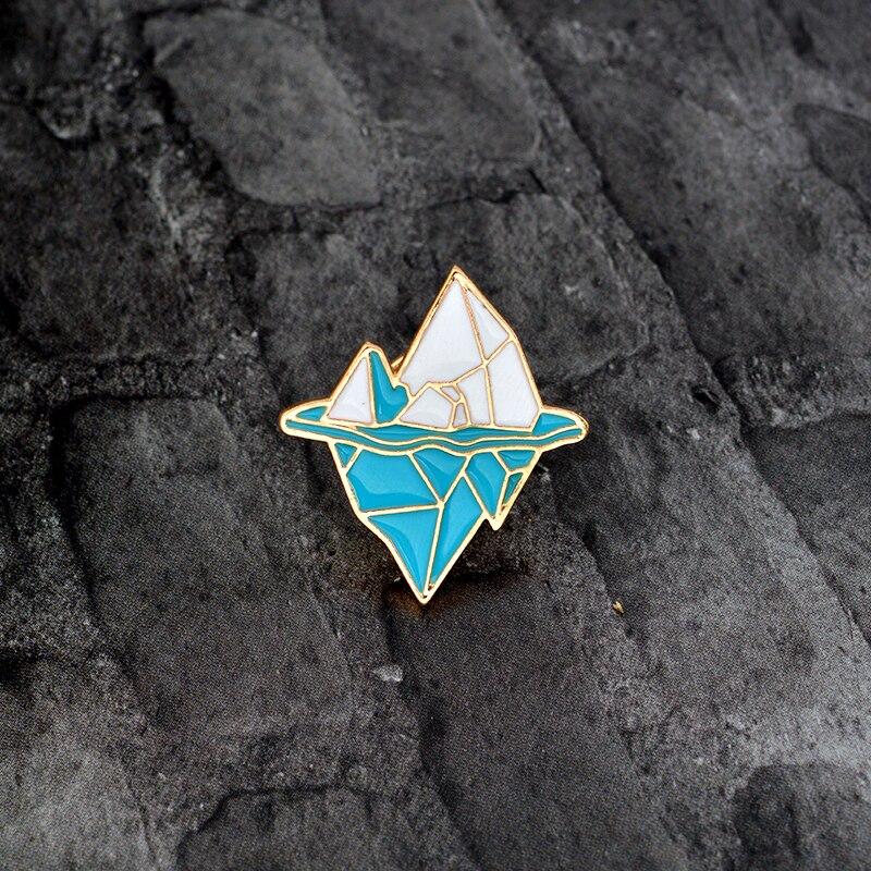 Мультфильм Антарктики Iceberg брошь металл, эмаль сине-белые Снежная гора Булавки куртка рюкзак Булавки значок украшения подарок