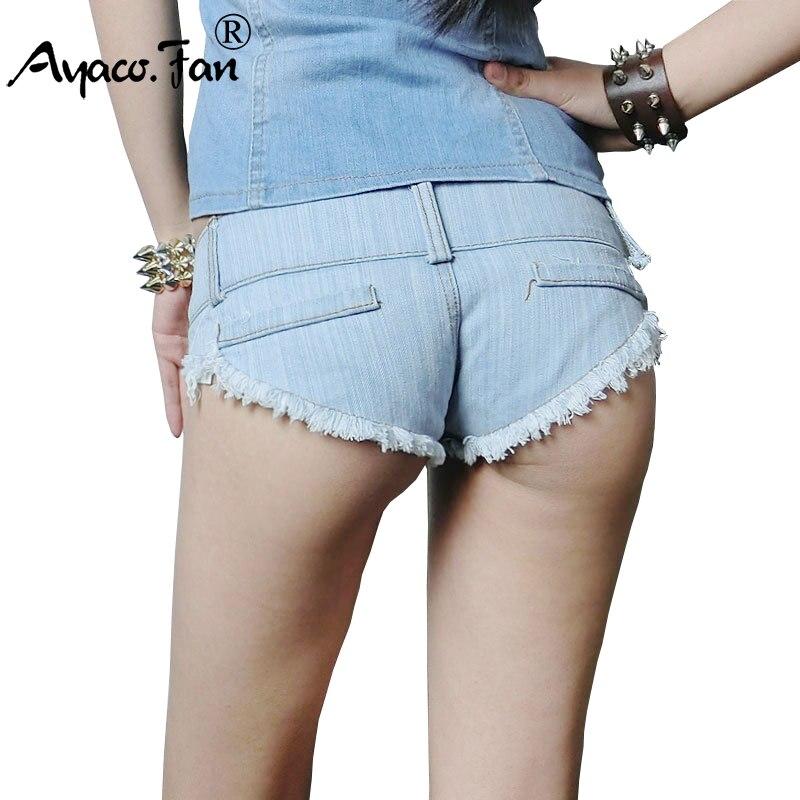 più recente d2898 376ef US $12.75 15% di SCONTO Super Hot Pantaloncini Jeans Delle Donne Sexy di  Nuovo Arrivo Cut Off Basso vita Denim Pantaloni Corti Mini Caldo Bianco Blu  ...