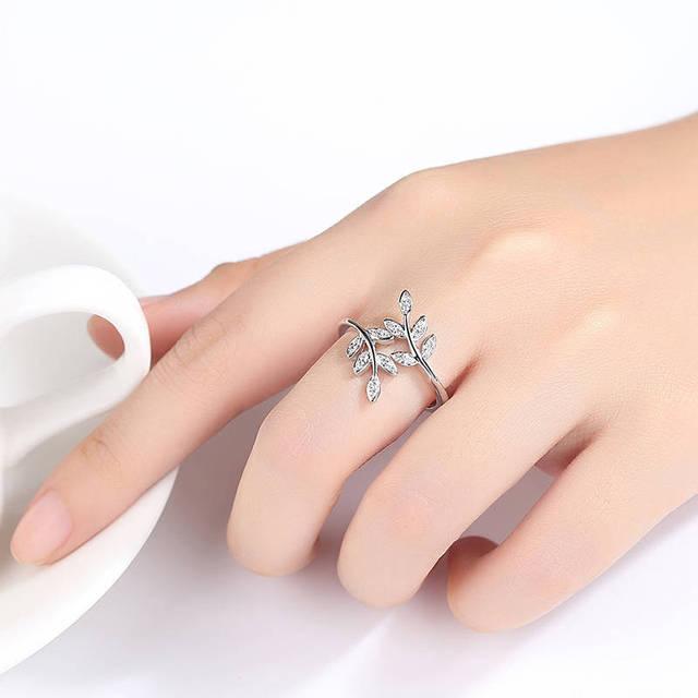 Dendritic Delicate Leaf Ring for Women White Gold Color
